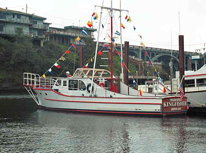 The depoe bay wooden boat festival and crab feed 2001 for Depoe bay fishing charters