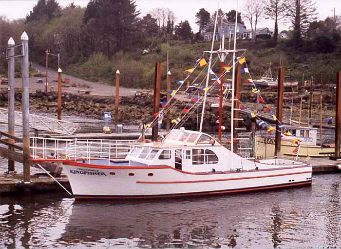 The depoe bay wooden boat festival and crab feed 1999 for Depoe bay fishing charters